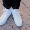 CONVERSE 的 白色帆布鞋