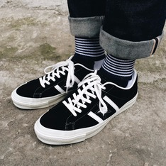 CONVERSE ONE STAR 的 SUEDE SHOES