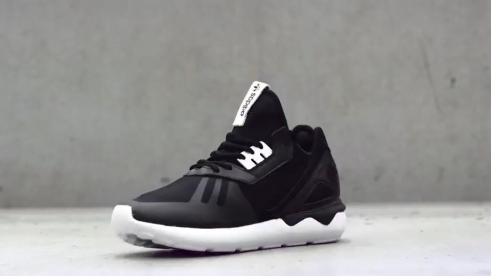 ADIDAS ORIGINALS 的 ADIDAS ORIGINALS TUBULAR