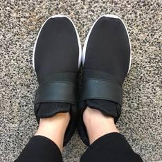 ZARA 的 黑白球鞋