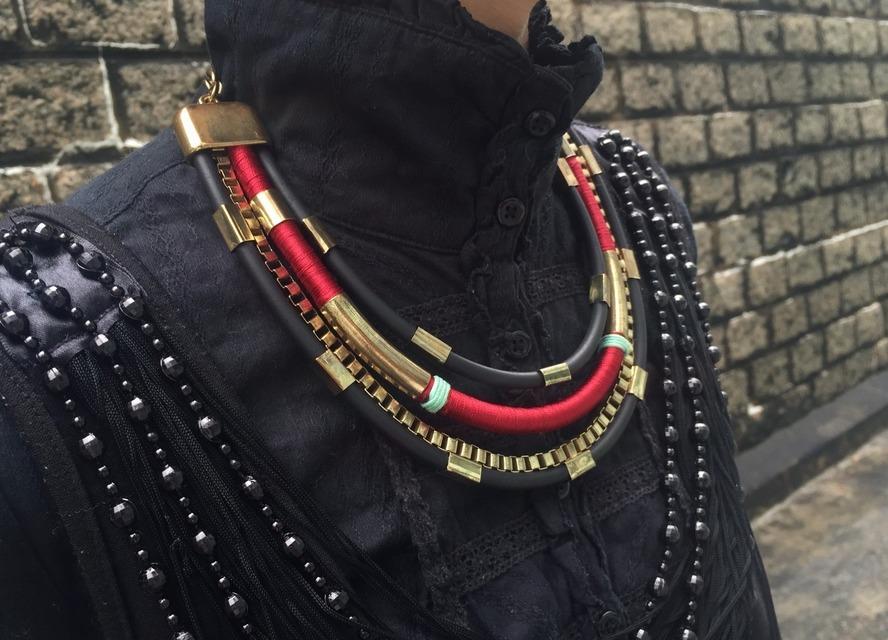 無品牌 的 紅X黑 橡膠X金屬項鍊