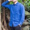 UNIQLO 的 輕薄藍襯衫
