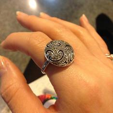 LUCY'S 的 戒指