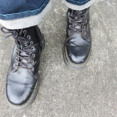 DR. MARTENS 的 厚底軍靴