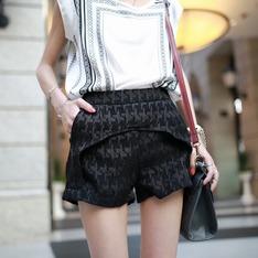 MIYUTI 的 暗紋短褲