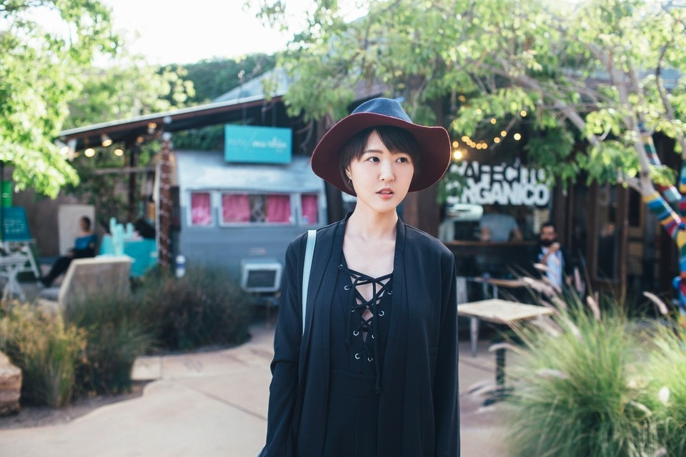 URBAN OUTFITTERS 的 LACE-UP綁帶上衣