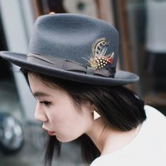 SLIGHTLY NUMB 的 羽毛裝飾紳士帽