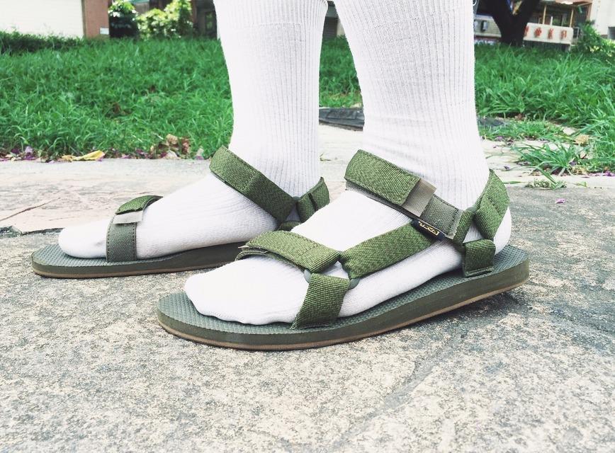 TEVA 的 涼鞋