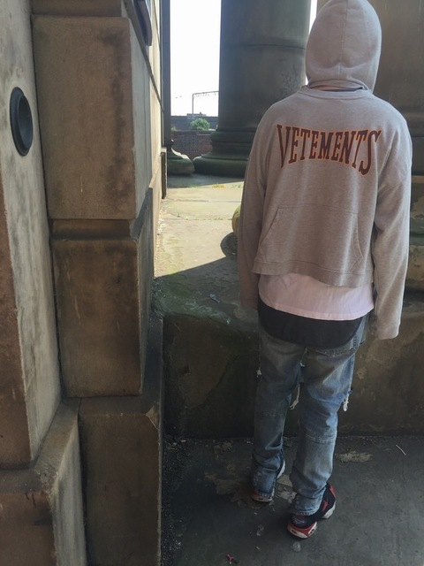VETEMENTS 的 HOODIE