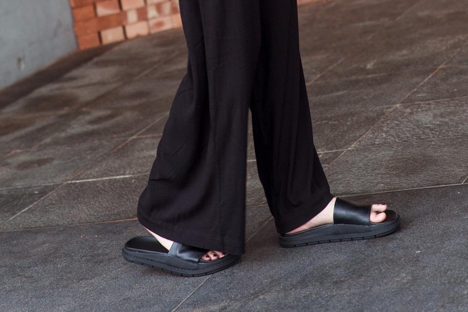 JMS 的 極簡拖鞋