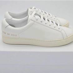 COMMON PROJECTS 的 小白鞋