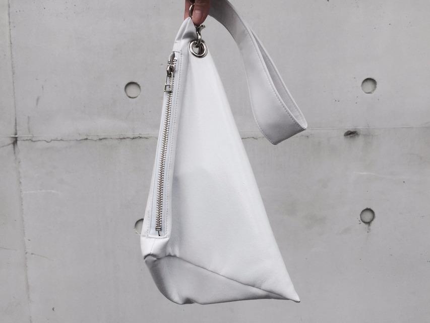 AM0000 的 乳膠三角包