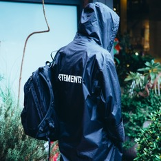 VETEMENTS 的 雨衣