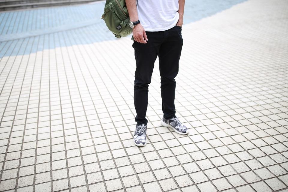 UNIQLO 的 黑色長褲