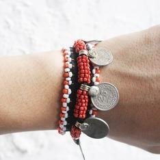 OMAKE 的 阿富汗串珠刺繡錢幣手環