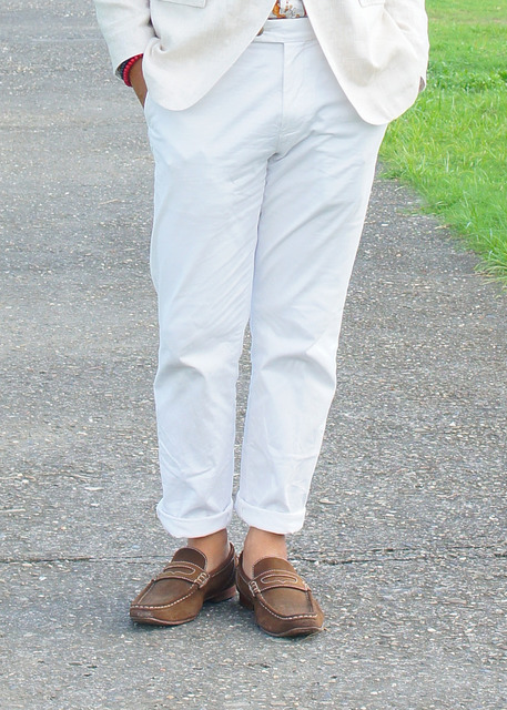 UNIQLO 的 白卡其褲