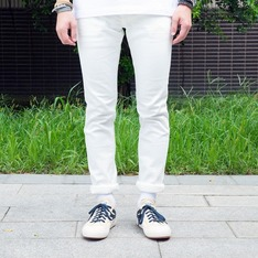 UNIQLO 的  SKINNY JEANS