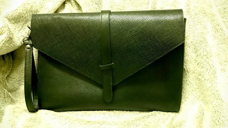 韓國購入 的 十字壓紋手拿包