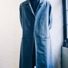 OMAKE 的 單寧單扣西裝領大衣