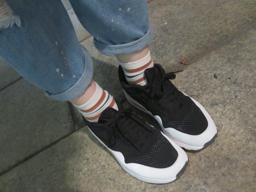 NIKE AIR MAX 1 的 球鞋