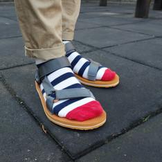 TEVA 的 運動涼鞋
