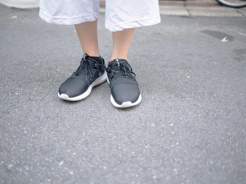 ADIDAS 的 鞋