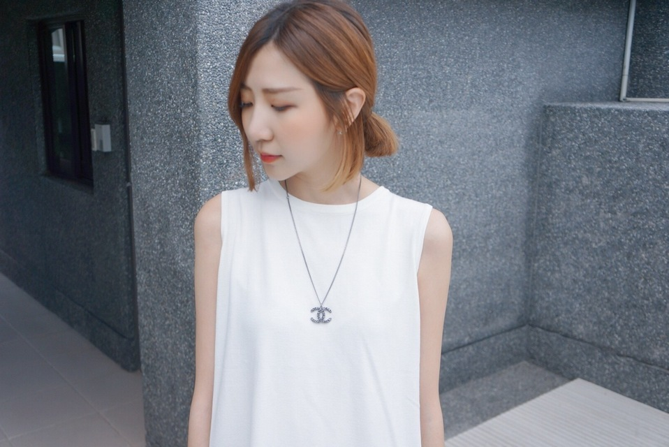 CHANEL 的 NECKLACE