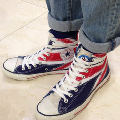 CONVERSE 的 HIGH-TOP SNEAKERS