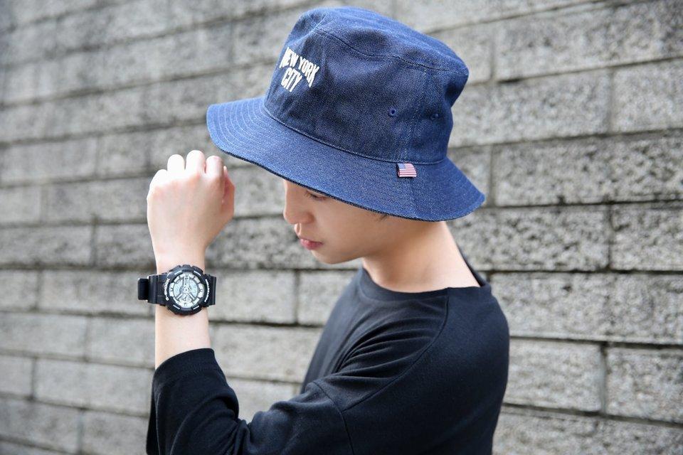 G-SHOCK 的 黑白休閒運動手錶