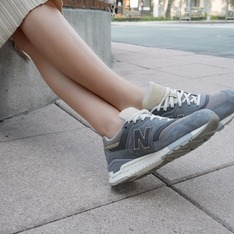 NEW BALANCE 的 運動休閒鞋