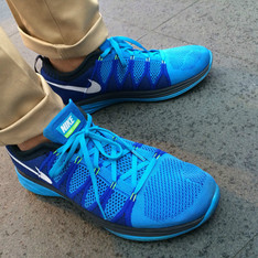 NIKE 的 慢跑鞋