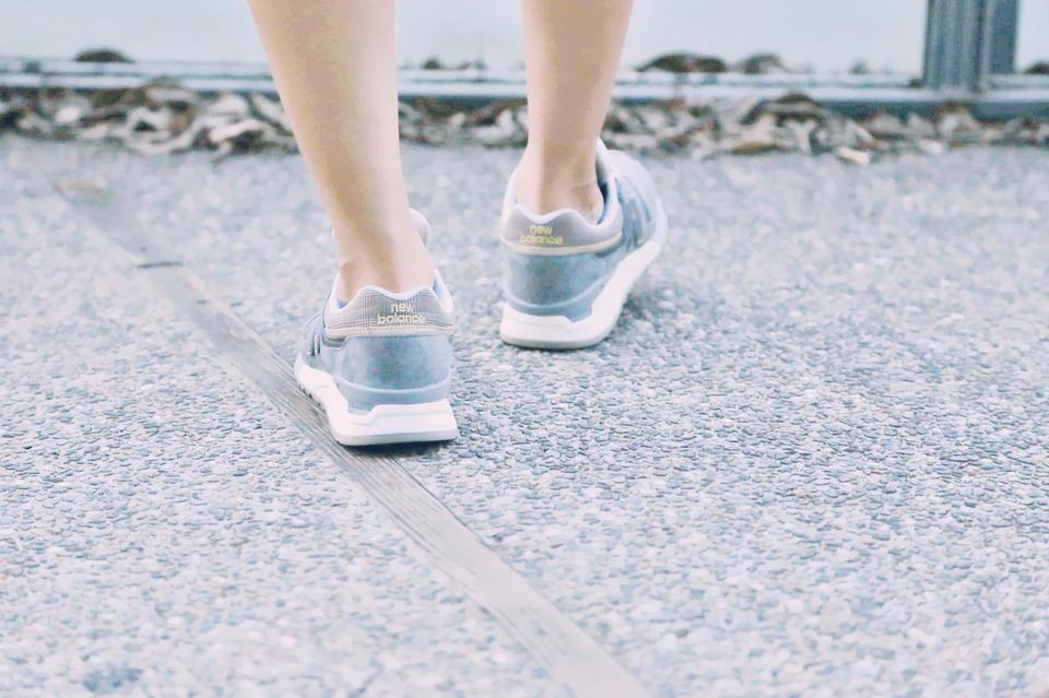 運動休閒鞋 的 NEW BALANCE