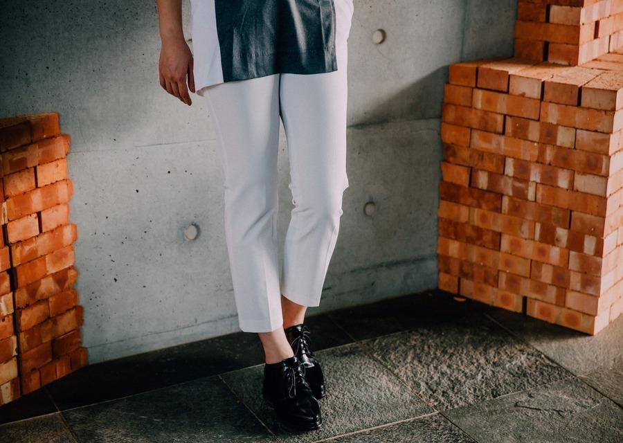 #NUDE 的 白色直筒西裝褲