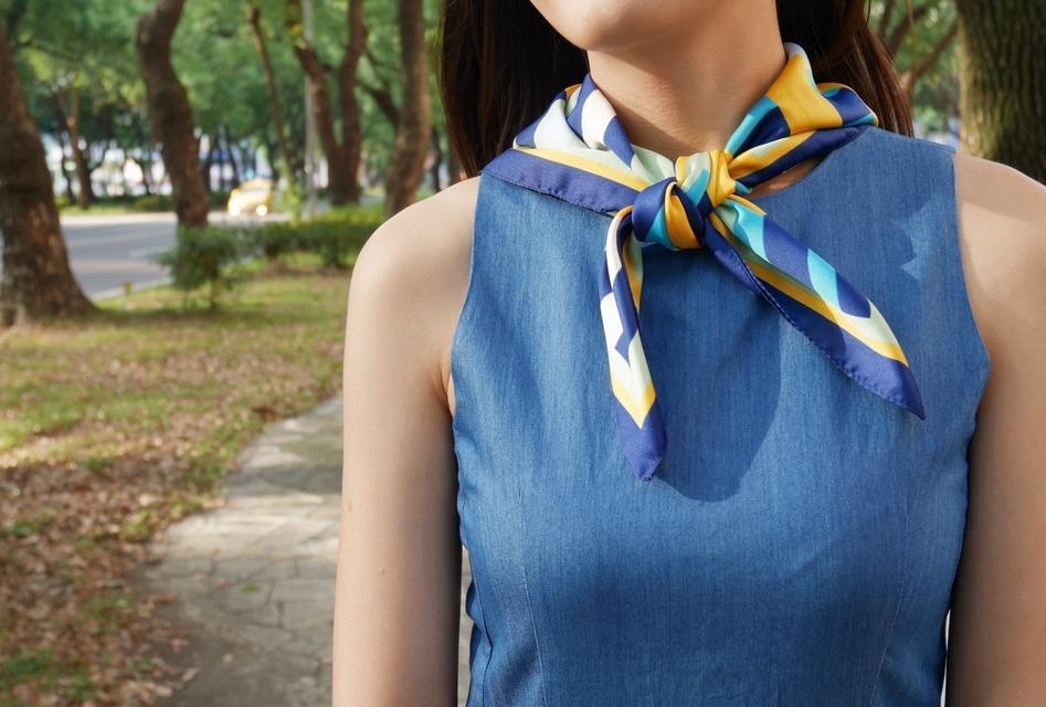 ZARA 的 小領巾