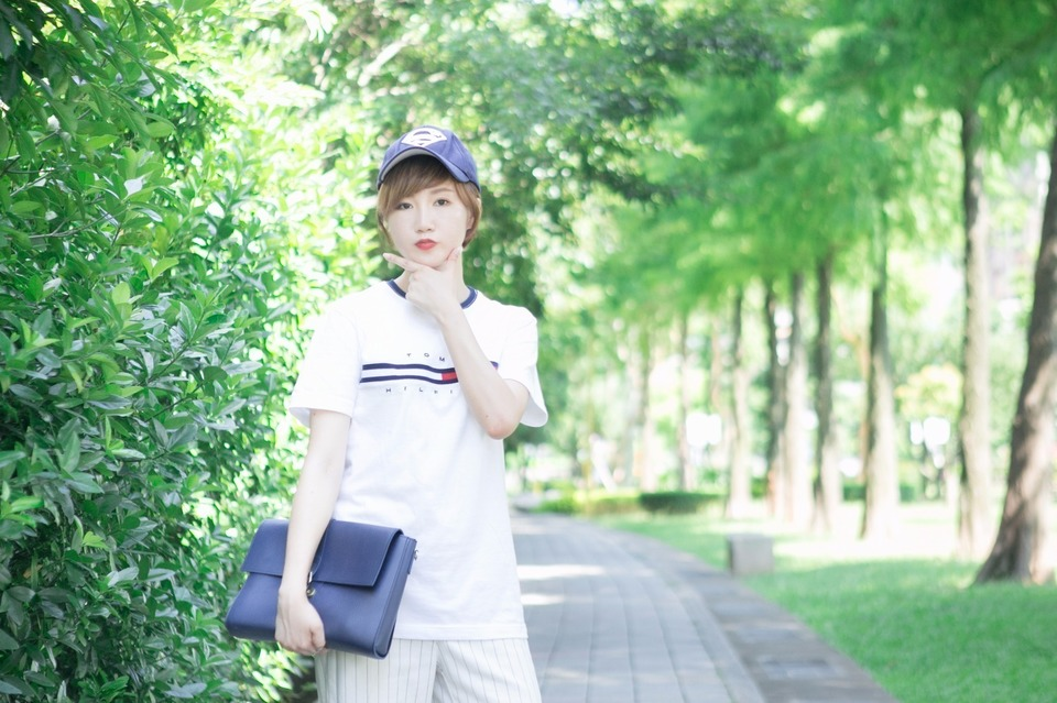 TOMMY HILFIGER 的 TOMMY TEE