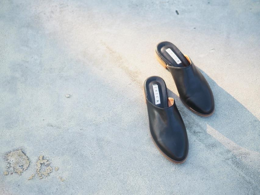 YANG 的 皮革拖鞋