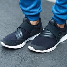 ADIDAS 的 運動鞋