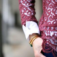 ZARA 的 酒紅蕾絲罩衫