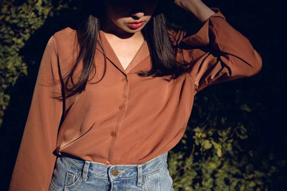 無品牌 的 睡衣領絲質光澤襯衫