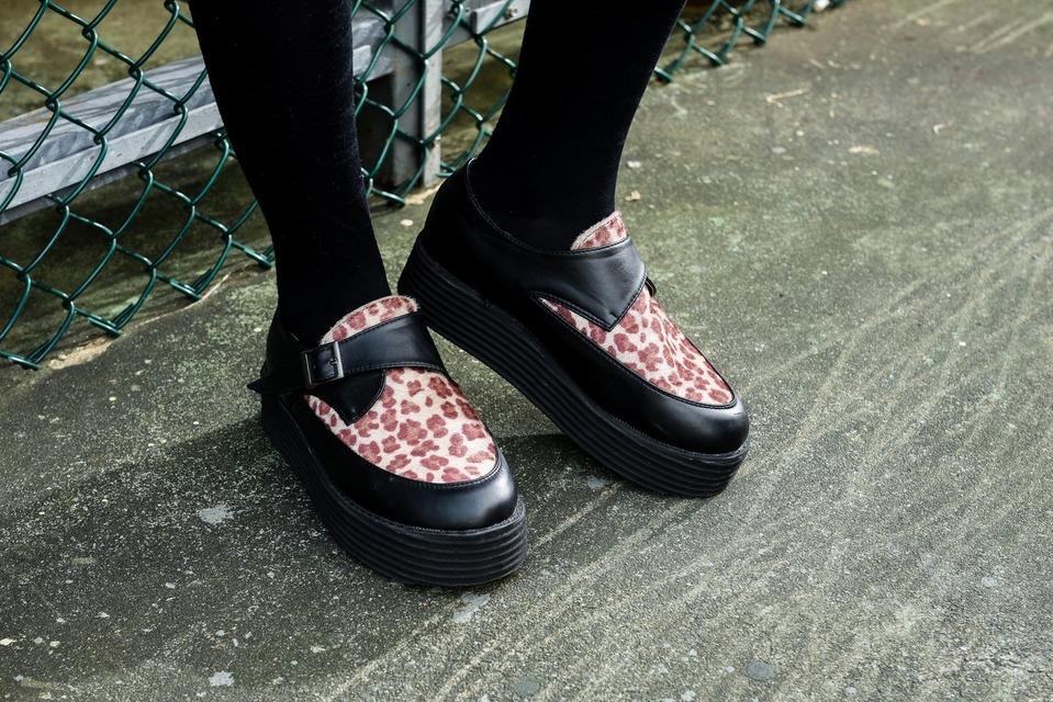 網路購入 的 馬毛豹紋厚底鞋