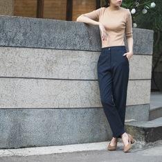 YANG 的 質感反褶及踝西褲