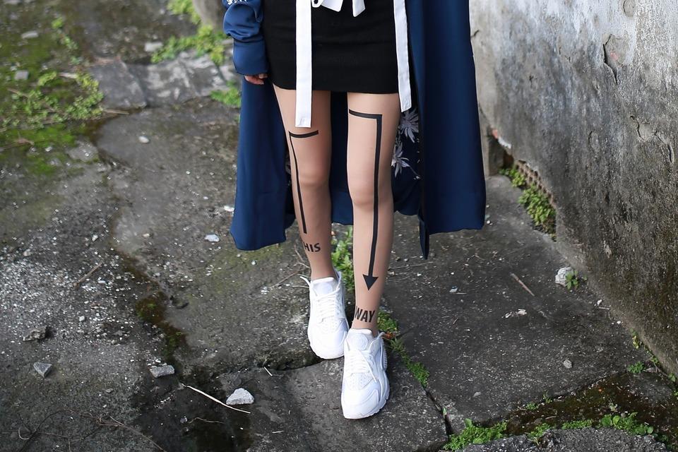 ZOHARA 的 紋身絲襪