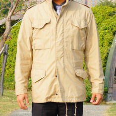 ALPHA INDUSTRIES 的 M-65外套