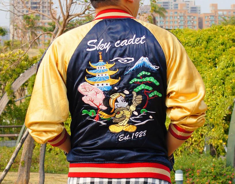DISNEY 的 橫須賀刺繡外套