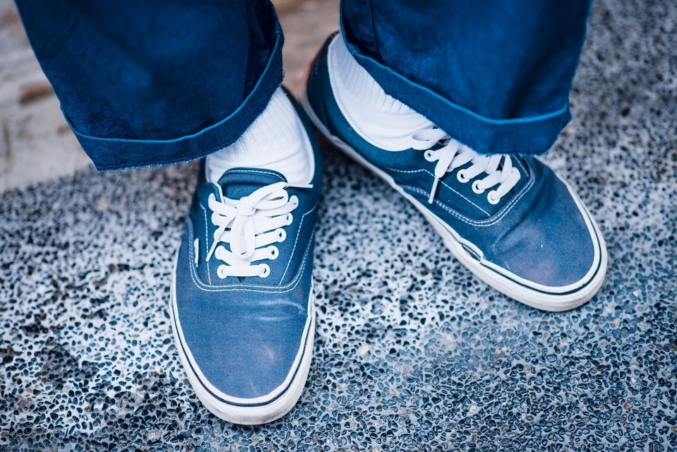 VANS 的 藍色滑板鞋