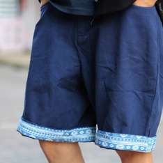 QUEEN FASHION SHOP 的 圖騰印花短褲