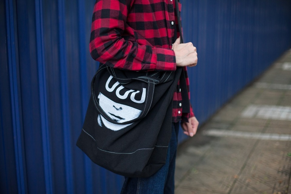 UNDERCOVER 的 UNDERCOVER TOTE BAG