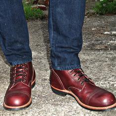 RED WING 的 酒紅色靴