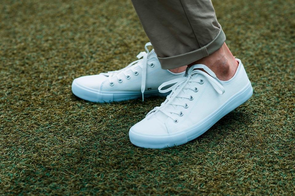 GU 的 白鞋