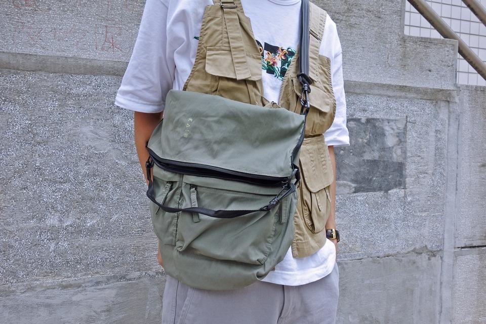 COP BY PLAIN-ME 的 防潑水包包